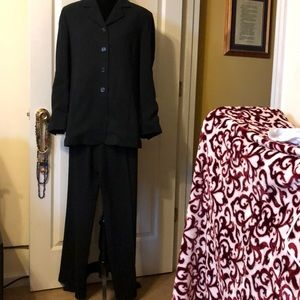 Garfield & Marks womens pant suit.
